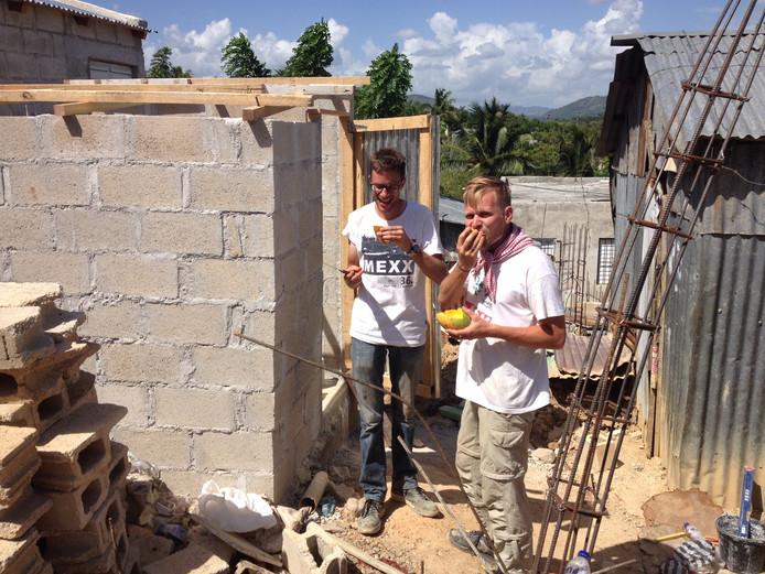 Puttenaren bouwen toiletten in sloppenwijken in de Dominicaanse provincie El Seibo