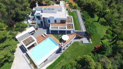 BINNENKIJKEN: Magnifieke villa op Kreta combineert luxe met magistraal uitzicht