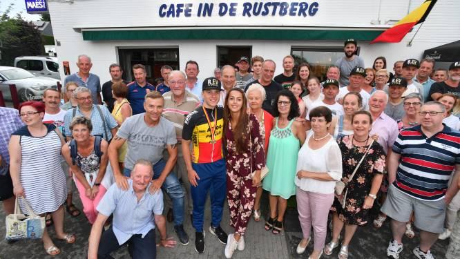 """Jos Vanderelst richt in Vossem fanclub voor Remco Evenepoel op: """"Wat hij doet, is fenomenaal"""""""