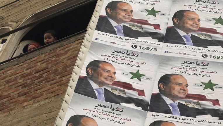 De Egyptische oud-legerleider Abdel Fattah al-Sisi heeft de presidentverkiezingen in zijn land met overmacht gewonnen. Beeld reuters