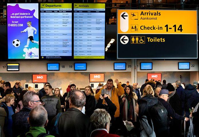 Het vliegverkeer op Eindhoven Airport lag uren plat door mist.