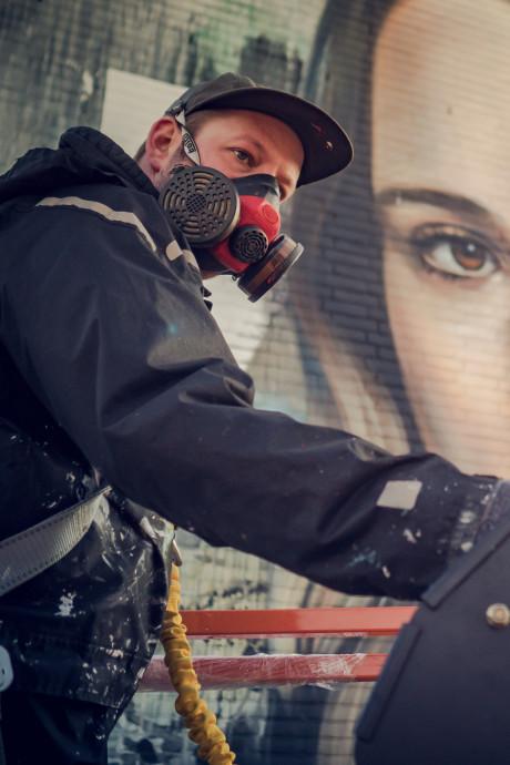 Ellen Page staart je aan in de Binckhorst