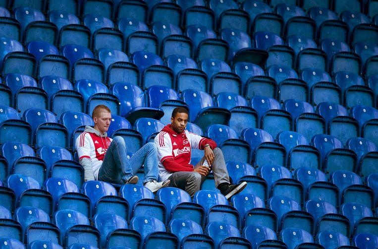 Teleurstelling bij twee Ajax-supporters. Beeld ANP