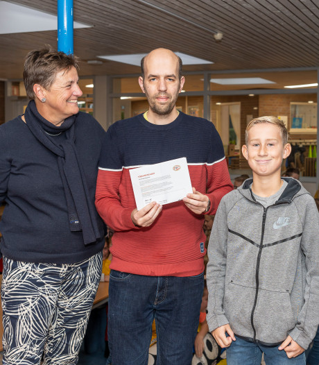 Conciërge Sander Vreeke al 20 jaar onmisbaar voor basisschool Stapelhof in Renesse