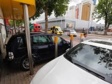 Auto botst tegen gevel van bedrijfspand in Eindhoven: 'Ik zat er een paar meter vanaf'
