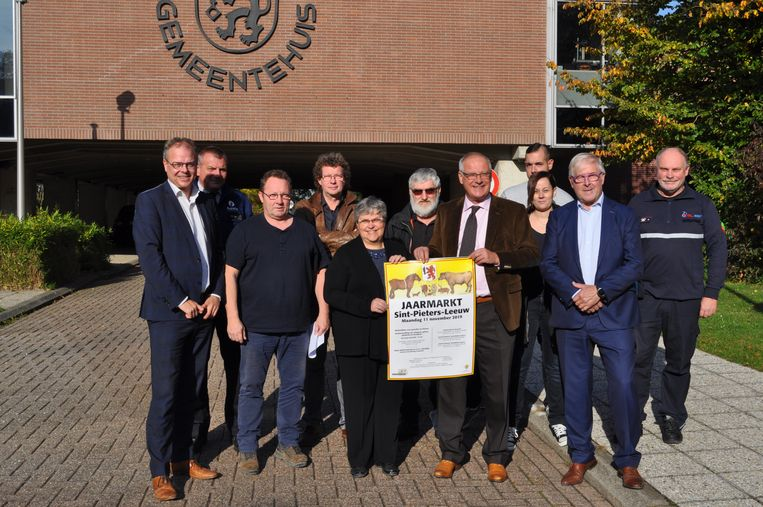 Gemeentediensten, politie en brandweer werken samen om van de Leeuwse jaarmarkt op 11 november een succes te maken.