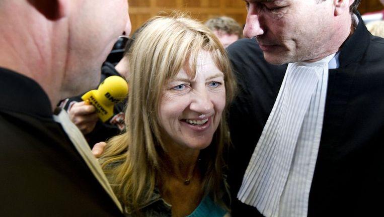 Lucia de Berk met haar advocaat, nadat ze woensdag werd vrijgesproken. Foto ANP Beeld