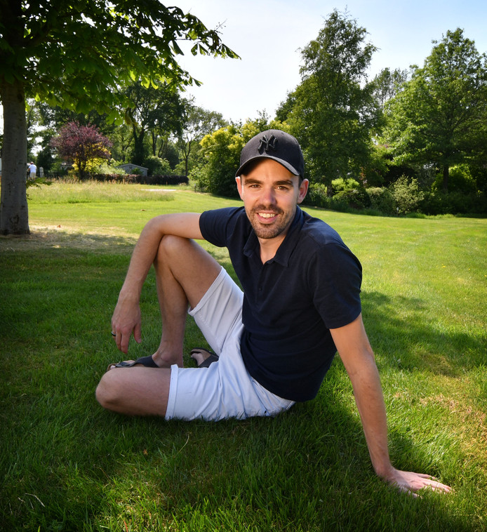 Wouter Olde Heuvel dacht dat zijn fietshelm te strak zat. Sinds afgelopen week is de 31-jarige uit het ziekenhuis, na een hersenbloeding.