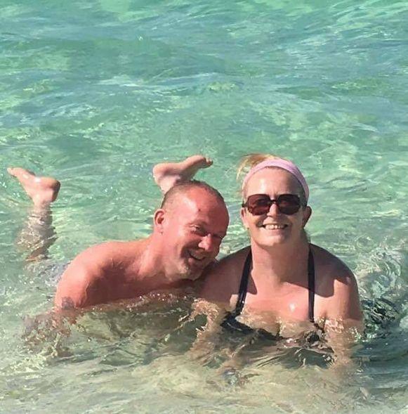 Paula Bishop en haar man op een eerdere vakantie.
