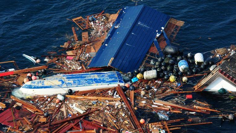 Drijvende rommel in de Japanse zee na de tsunami in 2011. Beeld epa