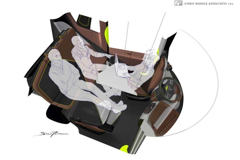De zetels kunnen bijna allemaal ingeklapt. Er is plaats  voor vier personen. Vooral dan als de auto niet rijdt.
