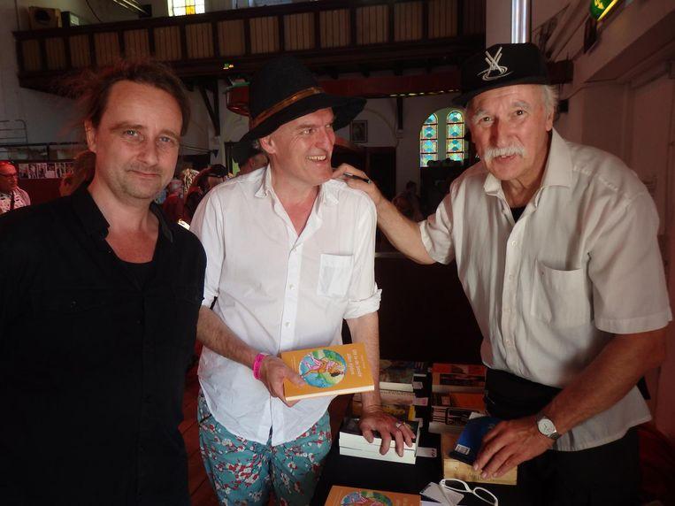 Uitgever Franc Knipscheer (r): 'Hij is als wonderkind binnengehaald en terzijde geschoven.' Met vormgever Kjeld de Ruyter (l) en dichter Hugo de Haas van Dorsser Beeld Schuim