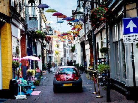 Deventer weert auto uit nauwe straatjes in de binnenstad, maar niet iedereen is daar blij mee