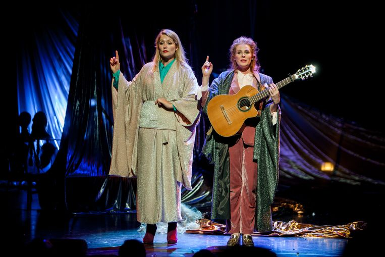 Yentl Schieman (l) en Christine de Boer in Magie. Beeld Jaap Reedijk