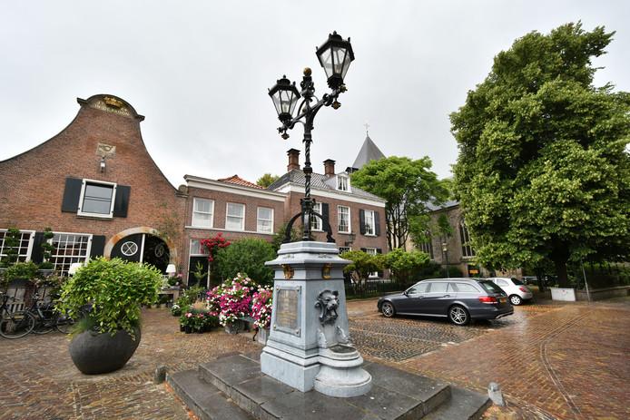 De Stadspomp op de Markt is het pronkstuk van Delden.