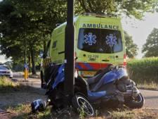 Man gewond bij botsing motorscooter tegen lantaarnpaal in Deurne