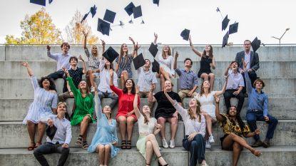 Diploma's en afscheid voor zesdejaars Oscar Romerocollege in openlucht
