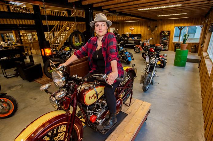 Martje Hutten nam de motorzaak over van haar ouders Henk en Riky. H.D. Hutten werd De Firma Motors.