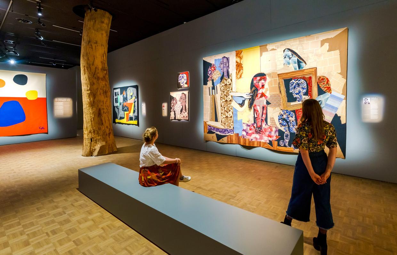 'Extra Large – Wandkleden van Picasso en Le Corbusier tot Louise Bourgeouis', te zien in de Kunsthal in Rotterdam.  Beeld Marco De Swart