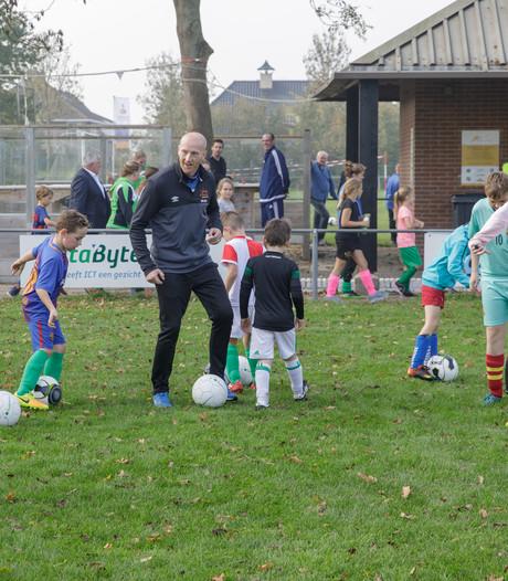 Ex-voetbalprofs geven training in Sint Philipsland