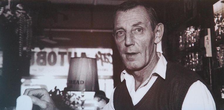 Fé Van Bulck als zaakvoerder in café Autobus.