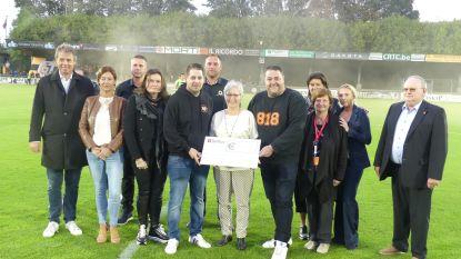 SK Deinze-supporters Jonas en David schenken 2.494 euro aan Kankercentrum UZ Gent