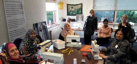 Fatma Kaya uit Druten sprak de taal niet en tapt nu Nederlandse moppen