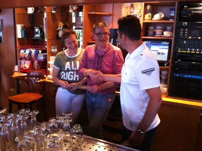 Edgar Schuurmans van CV De Kruipers bedankt Arie en Anouschka voor 15 jaar gastvrijheid.