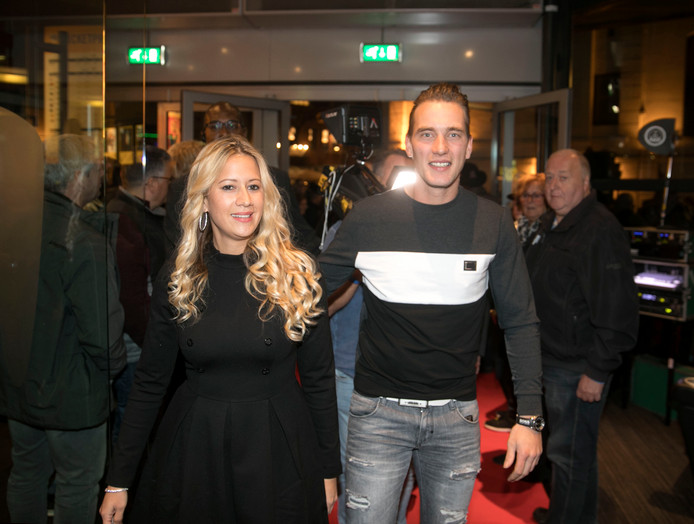 Etienne Bax over de rode loper bij bioscoop Pathe in Eindhoven voor de filmpremière.