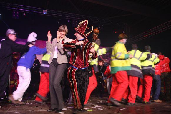 Een beeld uit 2008: Kenny D'Hondt met Ilse Uyttersprot op het podium op de tonen van 'Heila Ilse'.