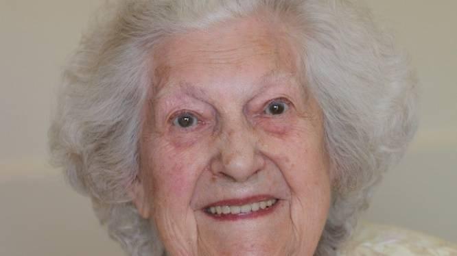 """Angela viert honderdste verjaardag in WZC Avondrust: """"Ik had nooit gedacht dat ik zo oud zou worden"""""""