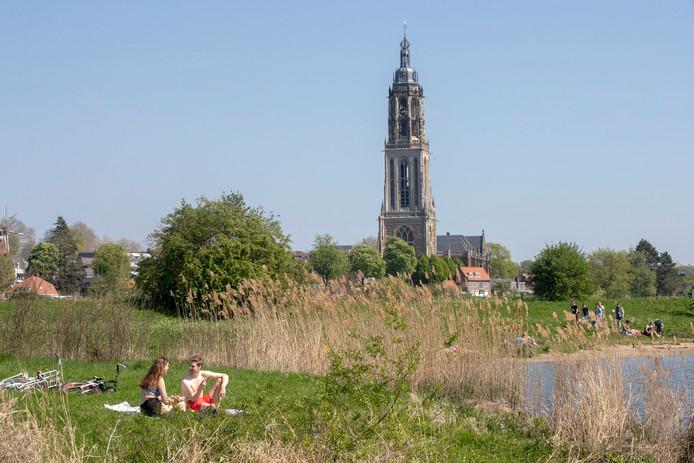 Genieten van het mooie weer langs de Nederrijn bij Rhenen.