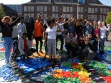 Tapijt voor Vrede gelegd op schoolplein KW1C Den Bosch