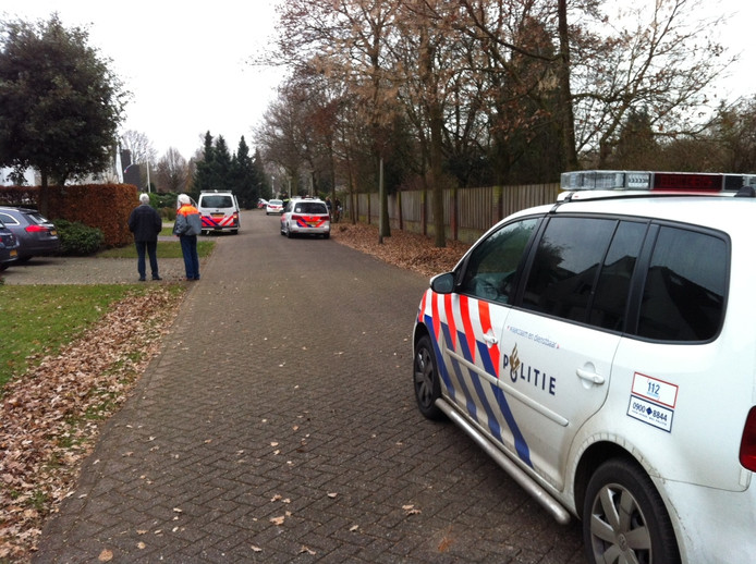 De politie rukte met meerdere auto's uit.
