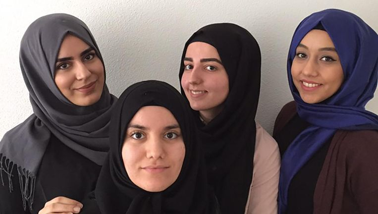 Rabia Yildiz en haar vriendinnen. Beeld