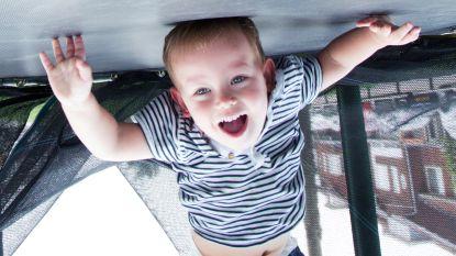 Hoe (on)gezond is het voor kinderen om lekker op trampolines te springen?