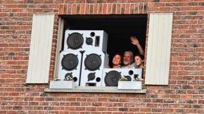 Hartverwarmend: Katrien en Didier brachten buren dichter bij elkaar tijdens dagelijks eerbetoon