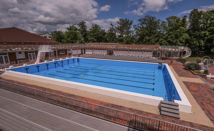 Onduidelijk wanneer openluchtzwembad heropent, nadat miljoen water wegliep