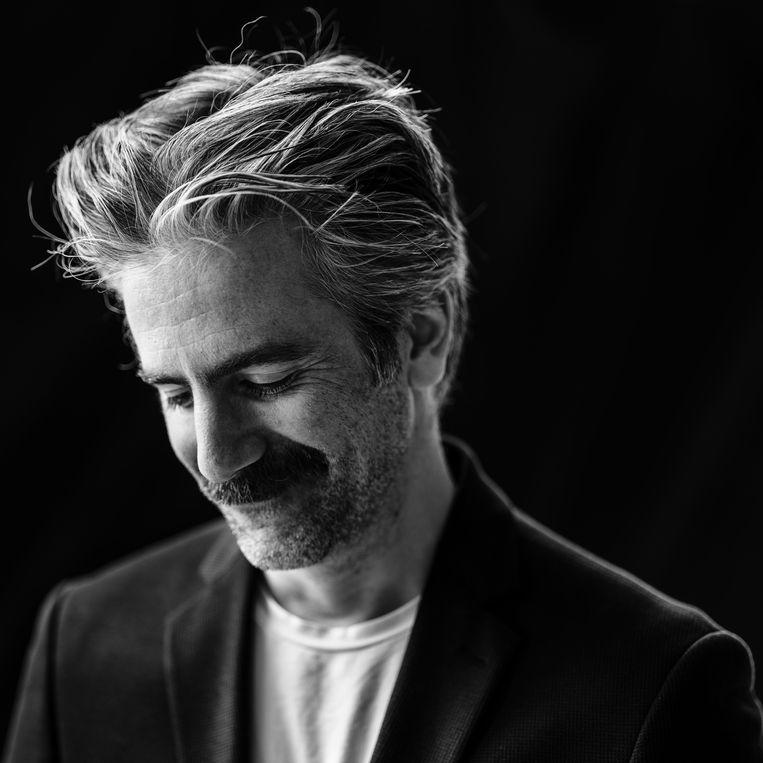 Jeroom Snelders: 'Het schrijven van een grap zie ik altijd als een wandeling door mijn eigen hersenen, waarbij ik opzoek ga naar de beste pointe.'  Beeld Frank Ruiter