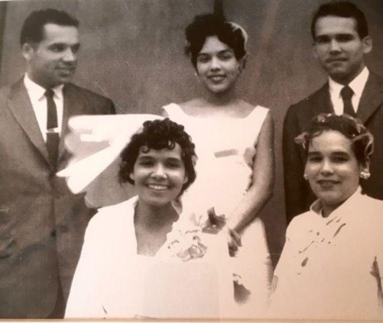 Bovenaan (v.l.n.r.): Azemar Frederic Jr., Alma (Frederic) Baylor Montgomery, Delano Frederic. Onderaan (v.l.n.r.): Brenda (Frederic) Evans en Modesta (Frederic) King.