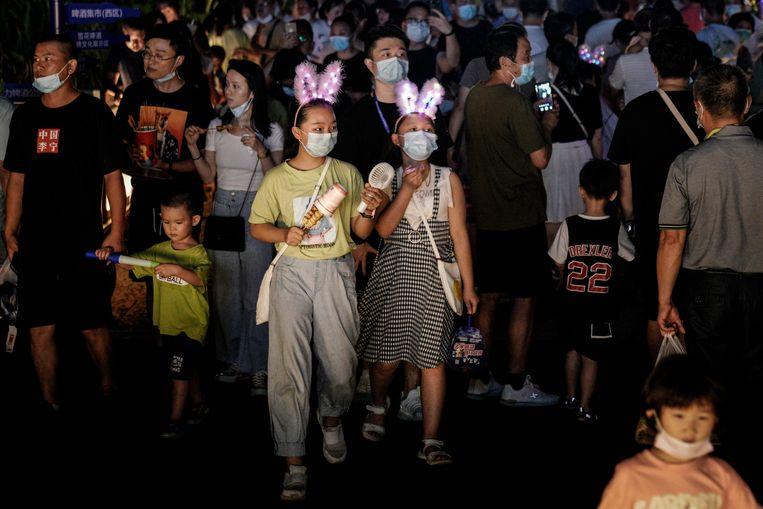 Inwoners van Wuhan op het Wuhan Beer Festival. Beeld Getty Images