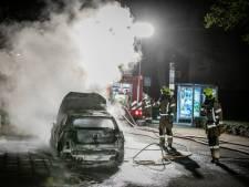 Brand verwoest auto voor woning in Doesburg, mogelijk aangestoken