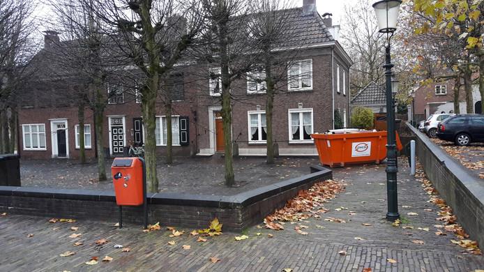Voor een nieuw complex met woningen, supermarkt, winkels en horeca moet eerst flink worden gesloopt in hartje Zevenbergen. Ook deze panden aan de Markt moeten wijken.