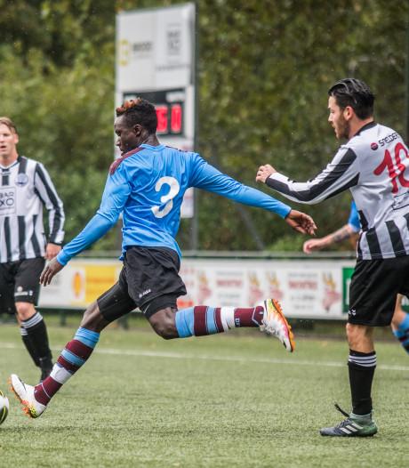 Eldenia grijpt Arnhemse Boys in kletsnatte derby