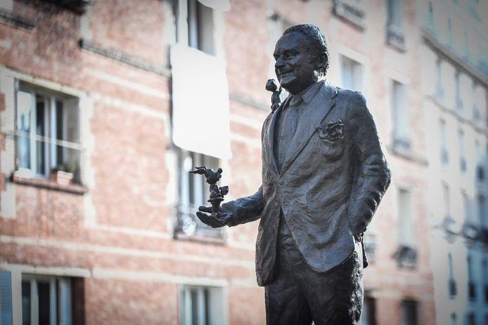 Le créateur d'Astérix, Lucky Luke ou encore du Petit Nicolas a désormais sa statue à Paris.