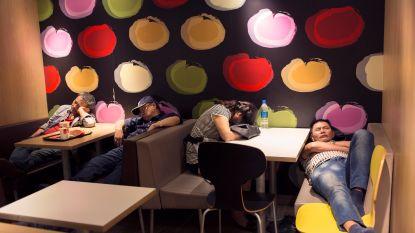 Steeds meer 'McSleepers' in Hongkong: slapen in een McDonald's die 24 uur open is