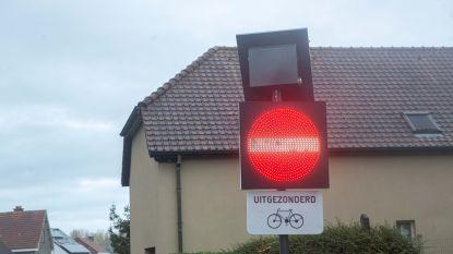 Dynamische verkeersborden regelen eenrichtingsverkeer in T'Serclaesstraat