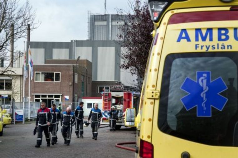Ambulances vrijdag bij de fabriek van Friesland Foods-Campina in Dronrijp. ANP Beeld