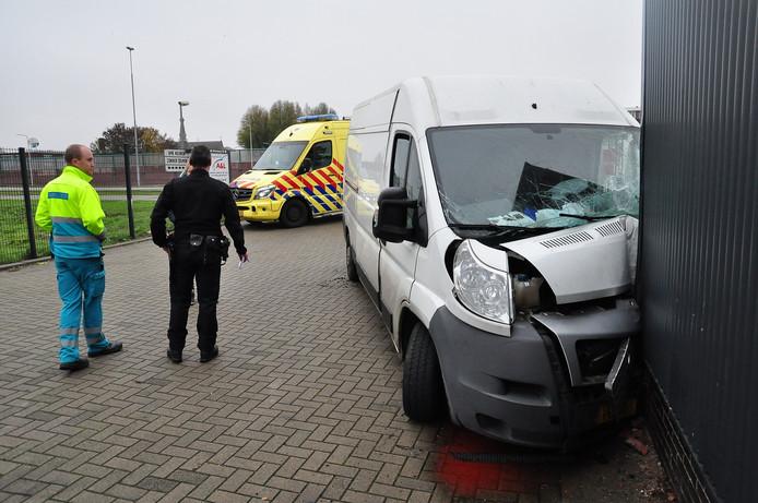 Mobieltje veroorzaakt aanrijding tegen gevel Altenaweg in Waalwijk