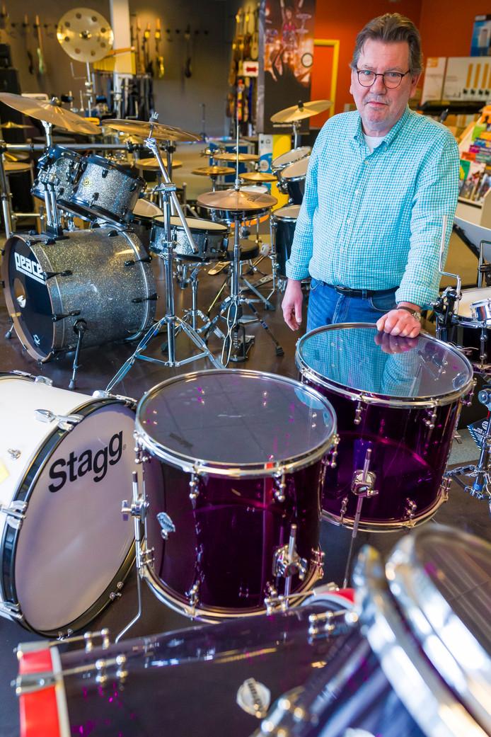 Cor Klomp stop na 40 jaar met Klomp Muziek in Den Bosch.